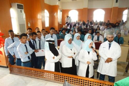 طلاب كلية الصيدلة بعدن يعتذرون عن إساءتهم  في الاحتجاجات للمدرسين والمعيدين في الكلية
