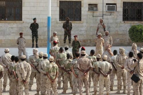 محافظ حظروموت البحسني يتفقد قوات خفر السواحل بالمكلا ويطلع على سير تنفيذ الخطط الخاصة بها