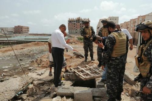 بن عفيف ومدير مياه عدن يتفقدان منطقتي الممدارة وعبدالقوي
