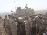 قائد المنطقة العسكرية الرابعة يتفقد وحدات محور العند وقطاعاته