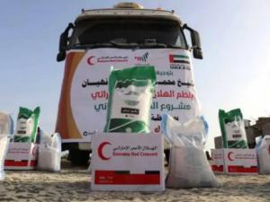 الهلال الإماراتي يقدم أكثر من 770 طن من المواد الغذائية إلى الأسر المحتاجة والمتأثرة بالإجراءات الاحترازية من وباء كورونا بحضرموت