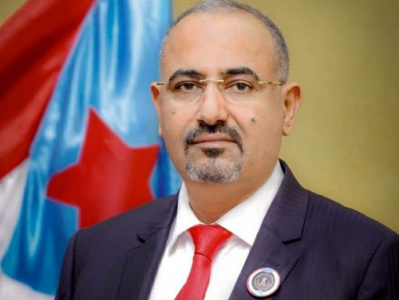 الرئيس القائد عيدروس الزُبيدي يُعزّي في وفاة الشيخ أنور الصبيحي