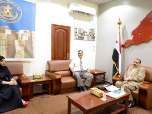 رئيس الإدارة الذاتية للجنوب يلتقي مدير بنك اليمن والكويت في العاصمة عدن