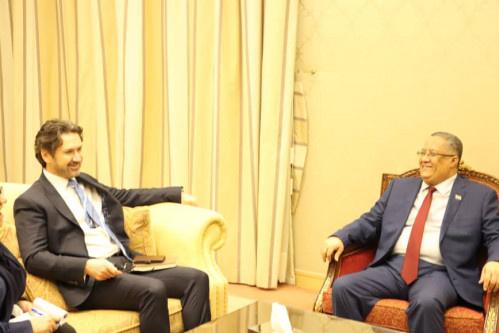 الخبجي يستقبل نائب السفير البريطاني ويبحث معه آليات تنفيذ اتفاق الرياض