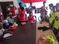 إدارة الشباب والطلاب في انتقالي أبين توزع البدلات الرياضية لفريقي الزمالك وشباب سواحل