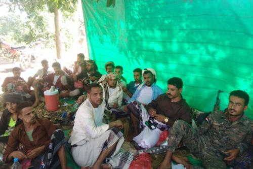 قائد اللواء العاشر صاعقة يستقبل الأسرى الحواشب المحررين من سجون مليشيا الحوثي