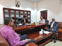 وزير الكهرباء ومحافظ الحديدة يناقشان توفير الطاقة الكهربائية للمحافظة
