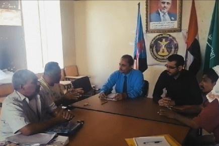 دائرة الشهداء والجرحى تواصل نزولاتها الميدانية للإدارات بمديريات العاصمة عدن