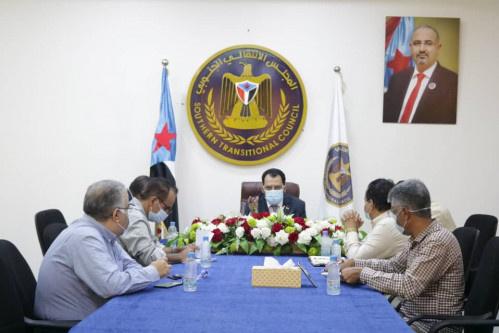 الكاف يلتقي الأمين العام لاتحاد المنشآت الطبية