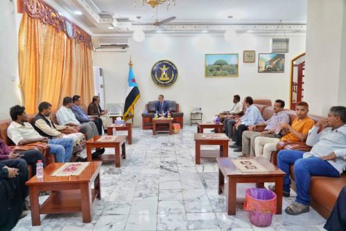القائم بأعمال رئيس المجلس الانتقالي الجنوبي الدكتور يلتقي بعدد من أعضاء منسقية المجلس الانتقالي في جامعة أبين