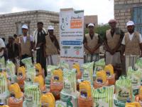 مؤسسة الجود للتنمية توزع 1000سلة غذائية ضمن مشروع الدعم الغذائي في مديرية بروم ميفع والمعاقات حركيا