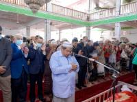 الرئيس الزُبيدي وعدد من أعضاء هيئة الرئاسة يؤدون صلاة الجنازة على جثمان فقيد الوطن المناضل أمين صالح محمد