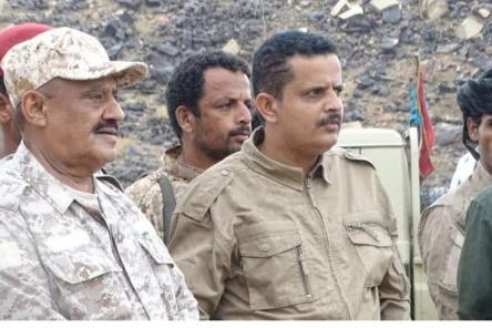 قائد المنطقة العسكرية الرابعة والناطق الرسمي للقوات المسلحة الجنوبية يزوران الوحدات العسكرية بمحور أبين القتالي
