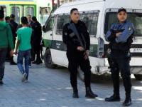 قوات الأمن تقتحم مكتب الجزيرة في تونس وتطرد جميع العاملين فيه