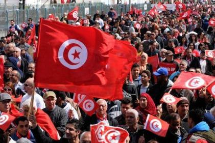 في ظل حكم الإخوان.. 10 سنوات من انهيار الاقتصاد التونسي