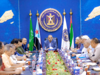الرئيس القائد عيدروس الزُبيدي يعقد اجتماعًا هامًا مع اللجنة الاقتصادية وجمعية الصرافين الجنوبيين