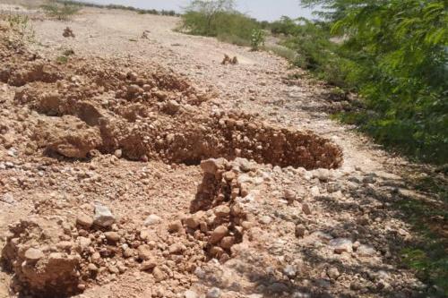 رئيس انتقالي شبوة يوجه بإصلاح الطرق المتضررة من السيول بمديرية دهر