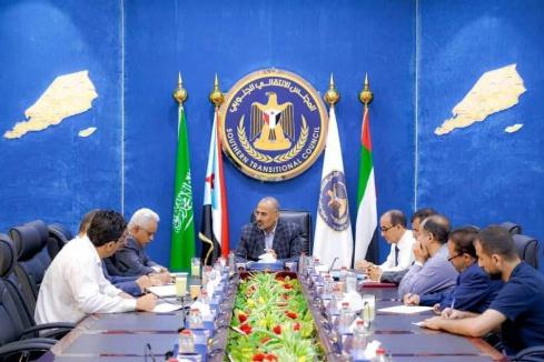 الرئيس القائد عيدروس الزُبيدي يترأس اجتماعًا للجنة القانونية للمجلس الانتقالي