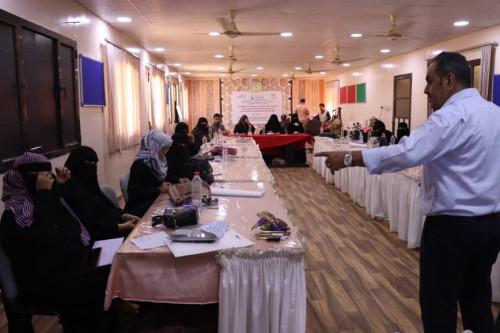الجمعية الخيرية النسوية لمكافحة الفقر تختتم الدورة التدريبية الثانية في محافظة عدن