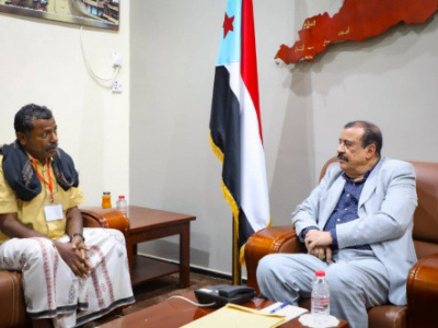 Major General Bin Brik discusses with Acting President of Southern Teachers Syndicate in Hadramout ways to enhance union's organizational work