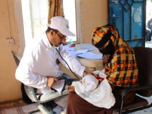 الندوة العالمية للشباب الإسلامي تدشن مشروع العيادة المتنقلة للرعاية الصحية الأولية للنازحين في مخيمات محافظة لحج
