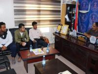انتقالي حضرموت يسلم طلاب الديس الشرقية الدعم للمواصلات المقدم من الرئيس الزُبيدي